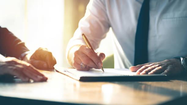 نموذج عقد عمل 2021 بيد محامي سعودي مكتب المحامي محمد الدوسري للمحاماة والاستشارات