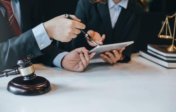 محامي تعاقد سنوي للمؤسسات