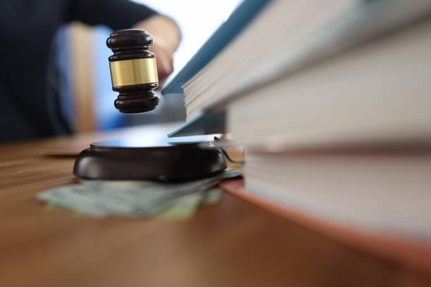 محامي قضايا رشوة